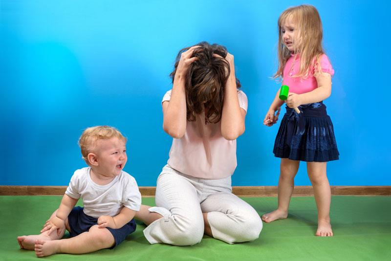 παιδιά-μαμά-κλαίνε