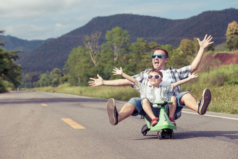 Μπαμπάς-παιδί-ποδήλατο
