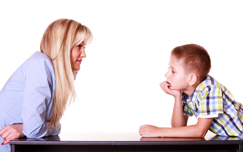 μαμα-γιος-συζητούν