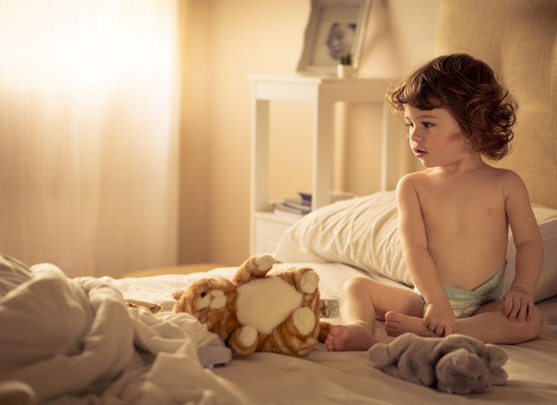 αλλαγές-παιδί-παρατηρεί-νέο-κρεβάτι