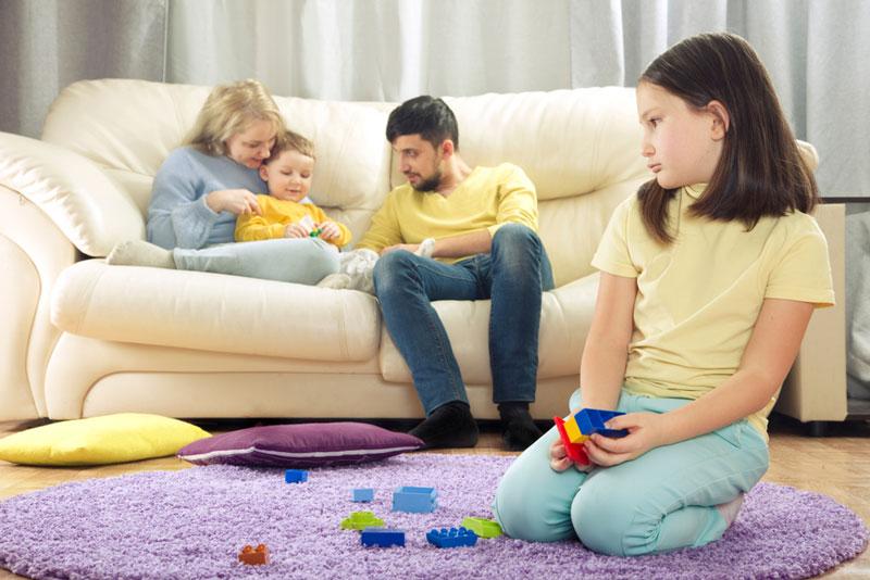 γονείς-μωρό-αδερφή-ζήλια