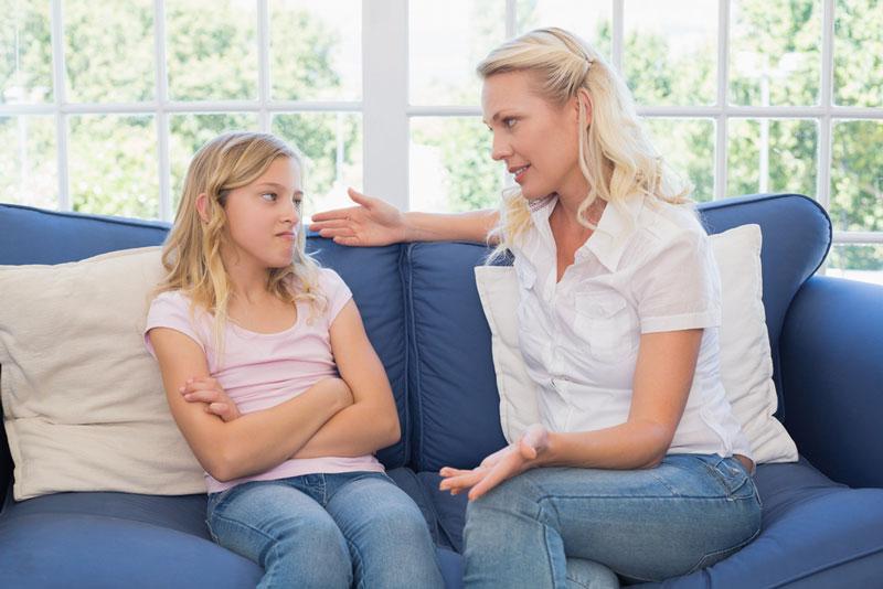 θυμός μαμά-κόρη-συζητούν