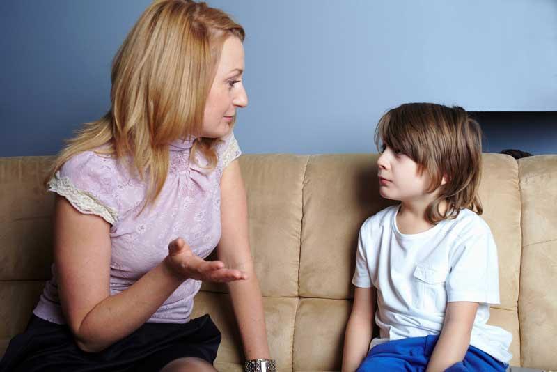 συμπεριφορά μαμά-παιδί-συζητούν