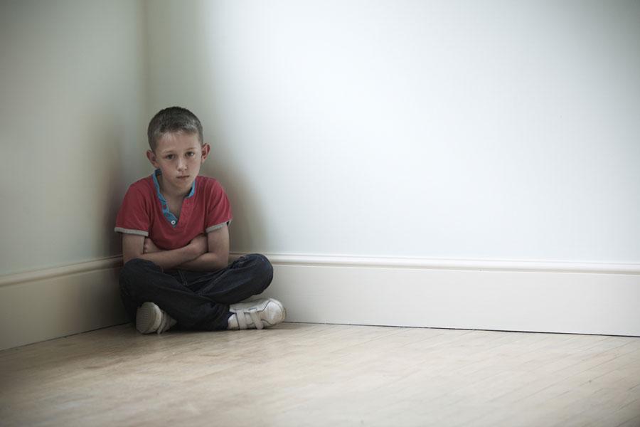 παιδί-τιμωρία-δωμάτιο