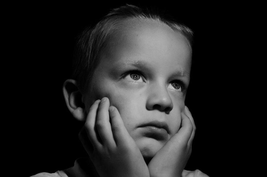 συναισθήματα-λυπημένο-αγόρι