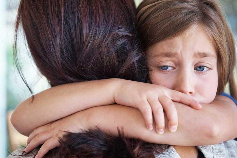συναισθήματα-μαμά-παιδί-αγκαλιά