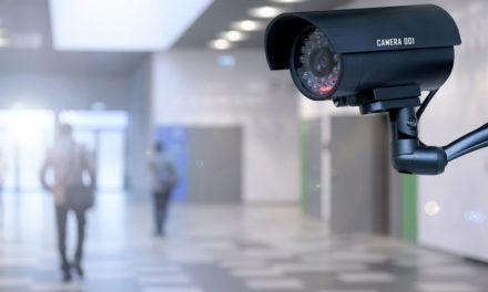 Γιατί λέμε όχι στις κάμερες στα σχολεία – Οι παγίδες της τηλεδιάσκεψης