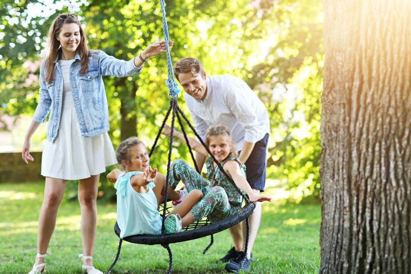 γονείς-παιδιά-παιδική-χαρά