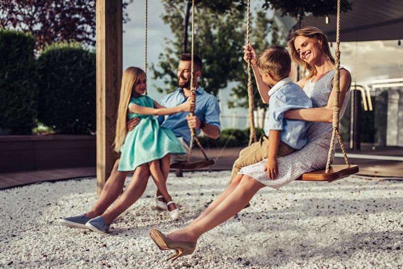 οικογένεια-διασκέδαση-παιδική-χαρά
