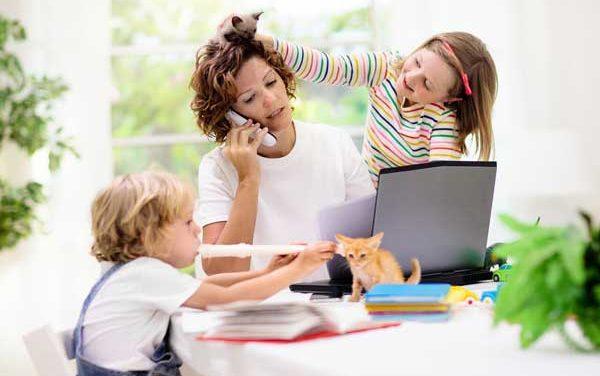Τηλεργασία με τα παιδιά στο σπίτι- ευχή ή κατάρα;