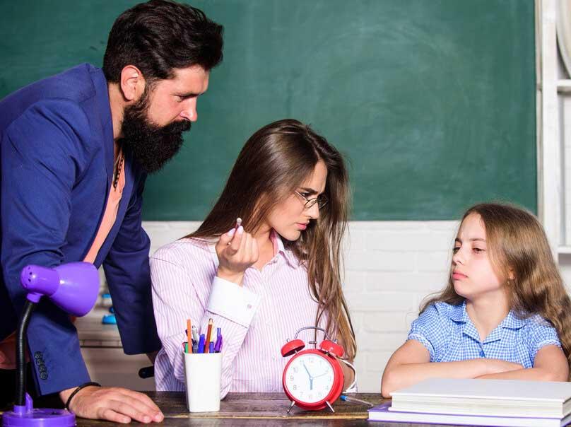 υπερπροστασία-έλεγχος-σχολείο