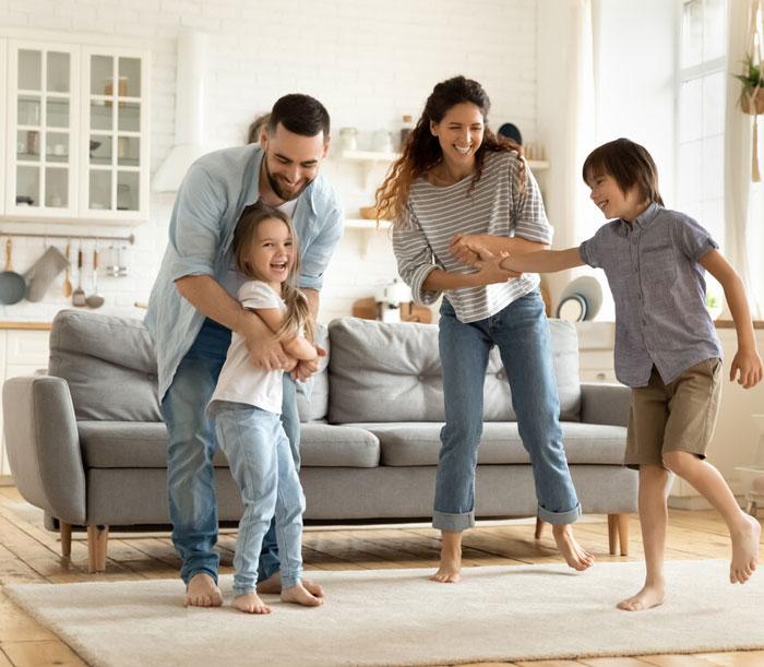 οικογένεια-χορεύει